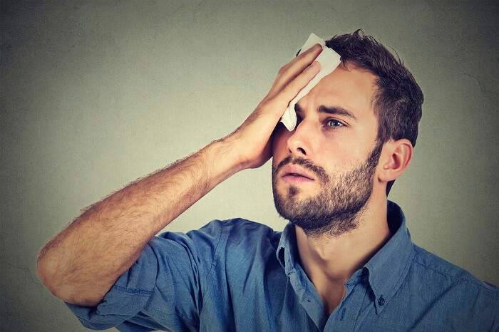 Чем грозит повышенная потливость головы