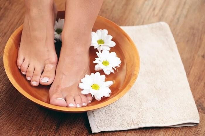 Солевые ванночки от неприятного запаха ног