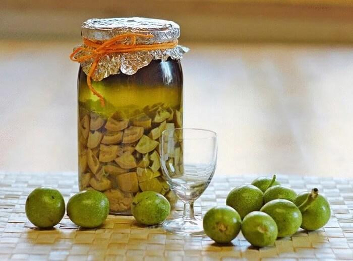 Спиртовая настойка листьев грецких орехов от ночного пота