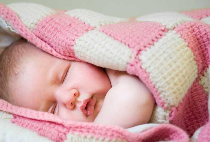Ребонок потеет во время сна