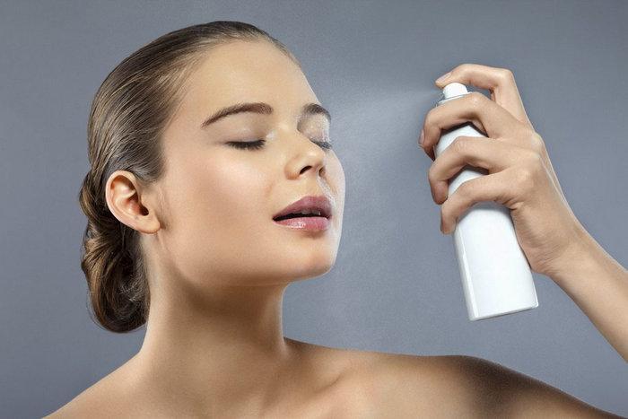Нельзя распылять спрей на лицо